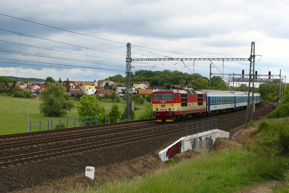 Lokomotiva 371.005 - foto 939