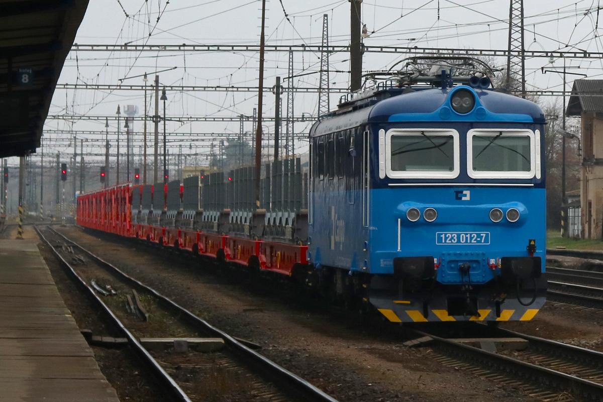 Lokomotiva 123.012 - foto 908