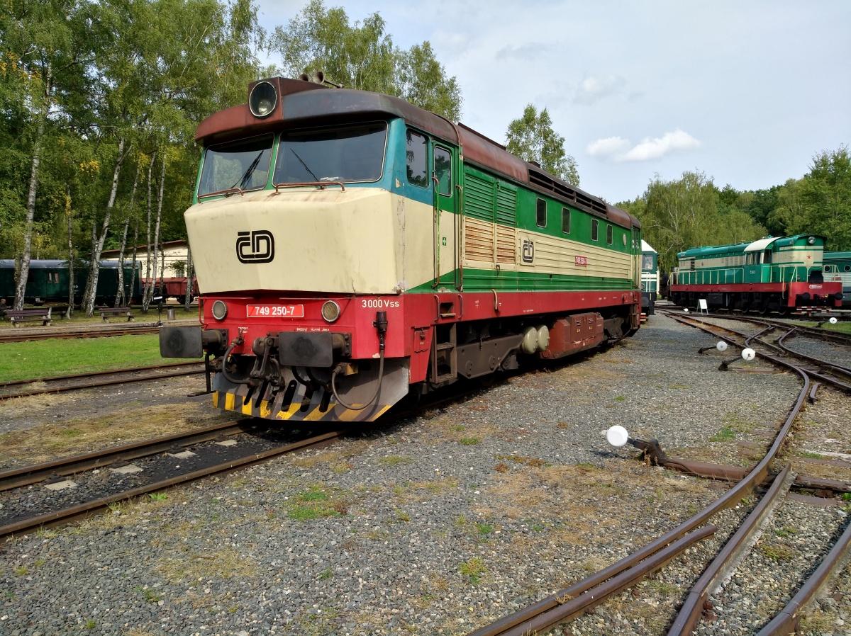 Motorová lokomotiva 749.250-7 Bardotka - foto 626